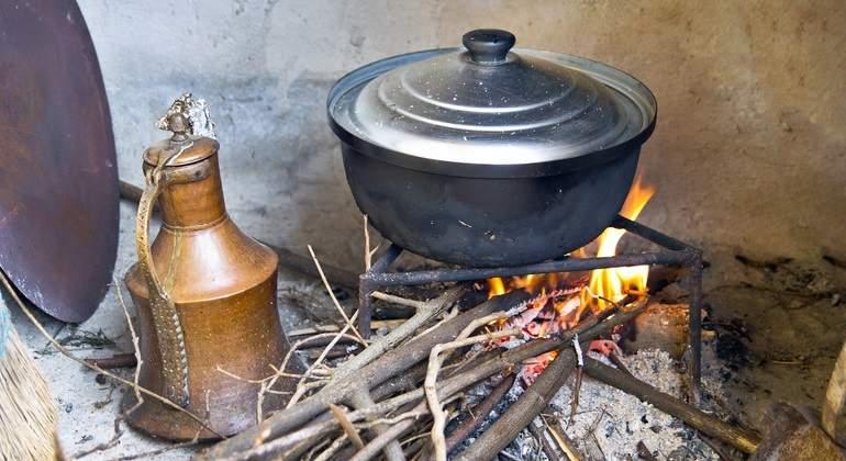 El fin de las cocinas de carbón y leña reduciría gases de efecto ...