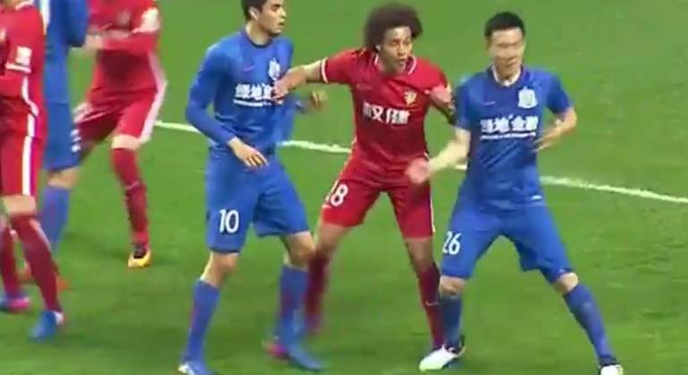 witsel-pisoton-china-captura.jpg
