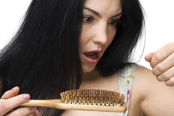 La máscara para los cabellos con la mostaza para el crecimiento de los cabello las revocaciones la r