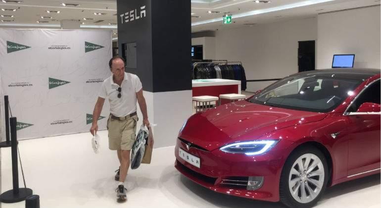 El Corte Inglés venderá coches de Tesla en sus centros con tiendas temporales