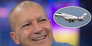 El capricho millonario de Banderas: un avión privado