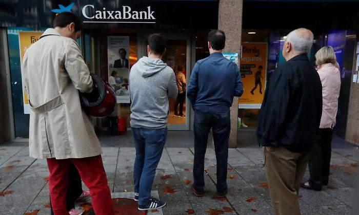 CaixaBank limita hasta las 11 horas sacar e ingresar dinero