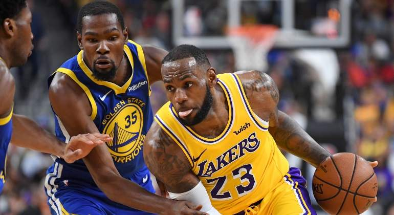LeBron James lidera a los Lakers ante los Warriors en un duelo de pretemporada con morbo