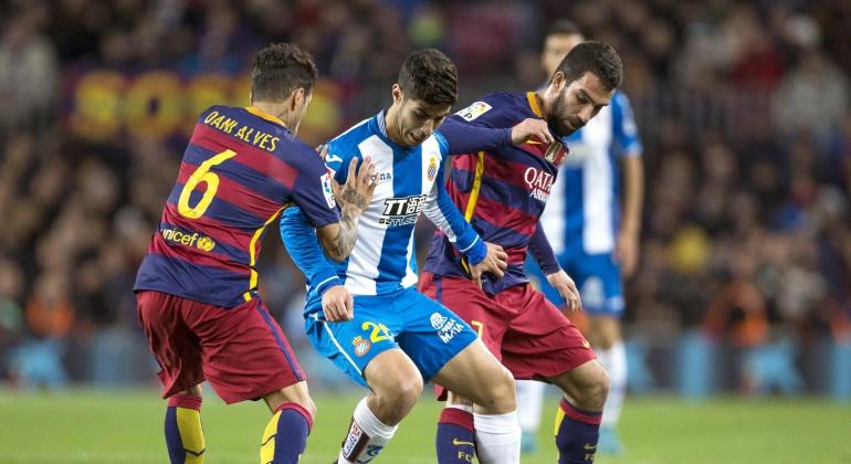 Alves-Arda-Asensio-2016-efe.jpg