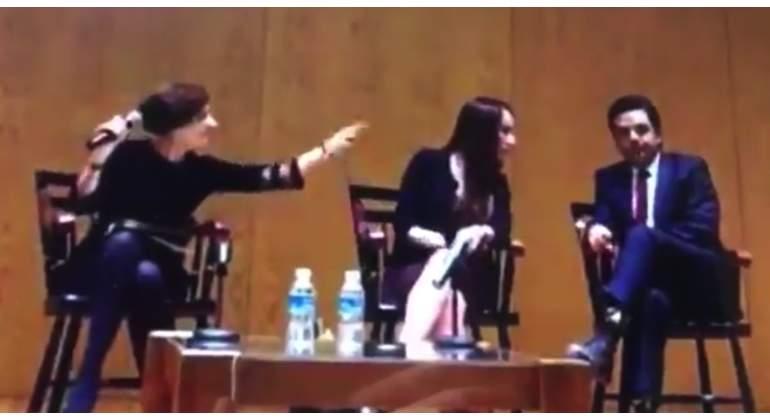 Denise Dresser le truena los dedos a Gabriela Cuevas