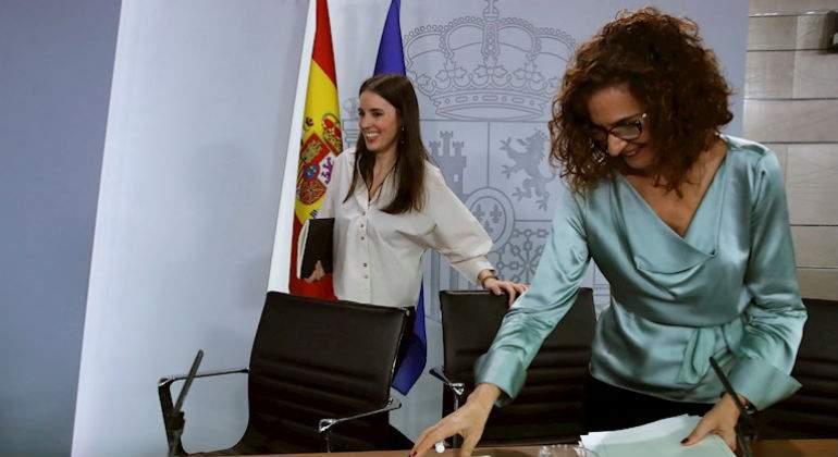 maria-jesus-montero-ministra-hacienda-irene-montero-ministra-igualda-consejo-ministros-efe.jpg