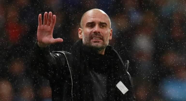 Guardiola-ordenes-lluvia-Premier-2017-reuters.jpg