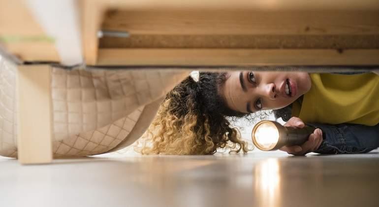 3f47cdaf9 La chica del hueco: ¿por qué seguirás teniendo miedo de mirar debajo ...