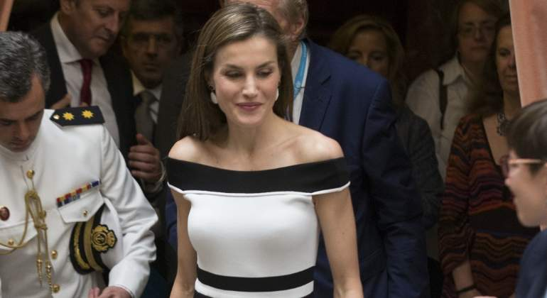 es The Shoulder' Se Apunta Al De Letizia Rebajas 'off Informalia yvnm0ON8wP