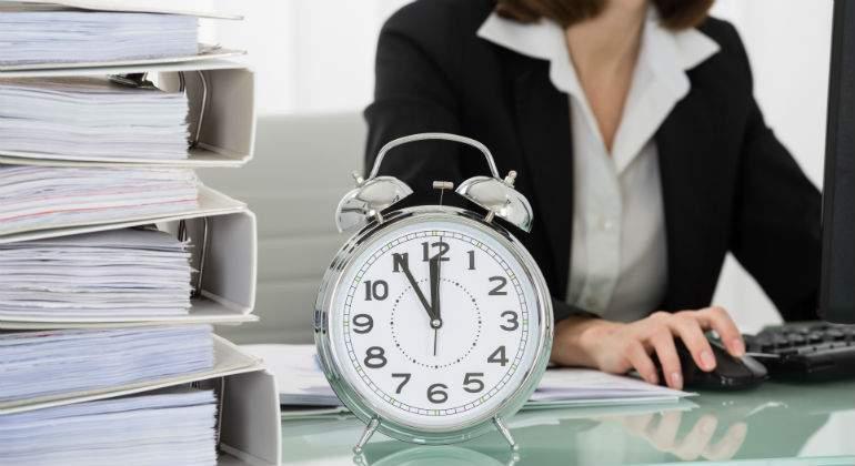 Resultado de imagen de Los altos directivos se libran del registro horario de la jornada