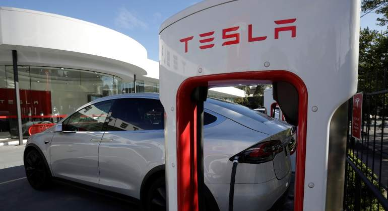 ¿Sobrevivirán las petroleras al coche eléctrico? El litio puede ser su salvavidas