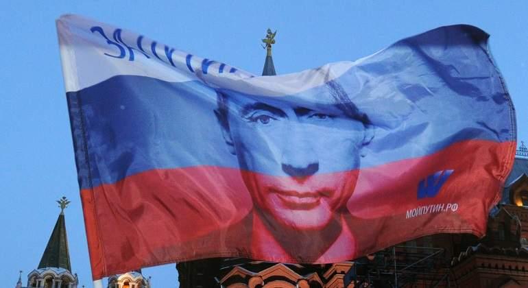 NWO INFORMATIVOS - Página 3 Rusia-Bandera-Putin-Getty