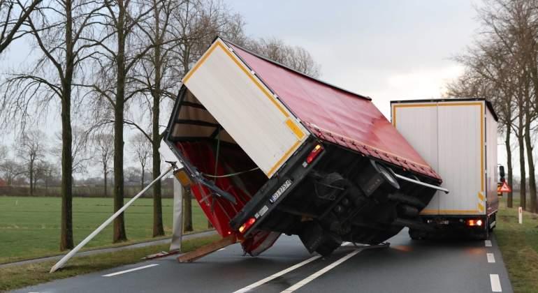 camion-viento-holanda-efe.jpg