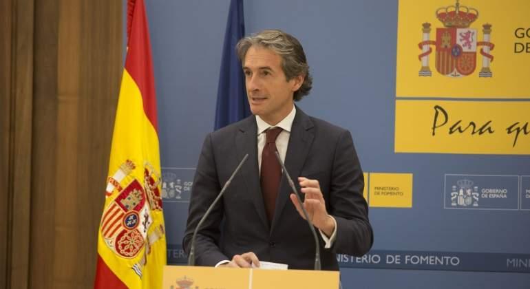 Fomento limita en 860 millones la inversión por los ajustes de Montoro