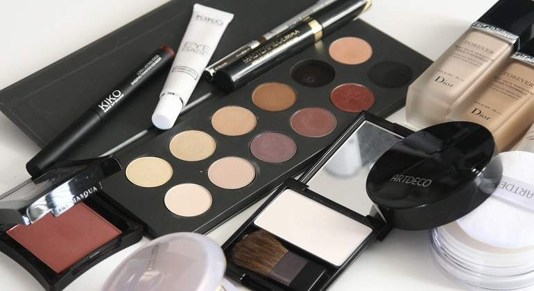 cosmetics-1063134_1920.jpg