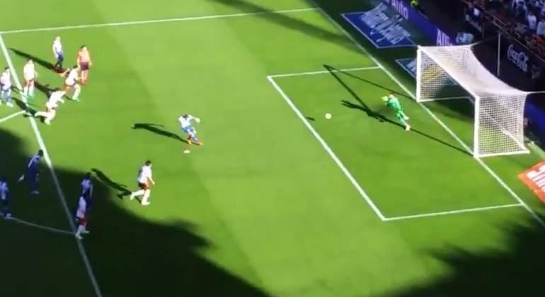 alves-para-penalti.jpg