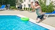 piscina-casa-hombre-saltando-dreamstime.jpg