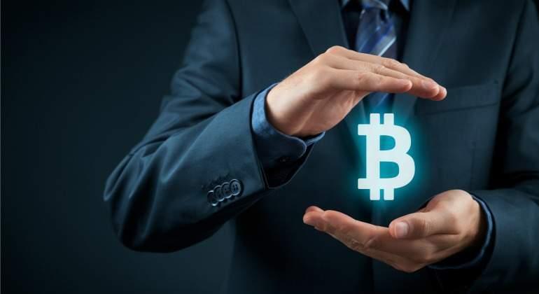bitcoin-manos-luz.jpg