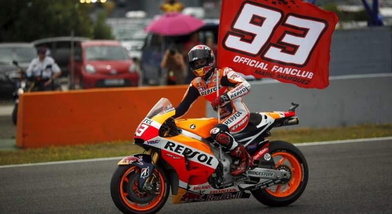 Marquez-dorsal-93-bandera-celebra-reuters.jpg