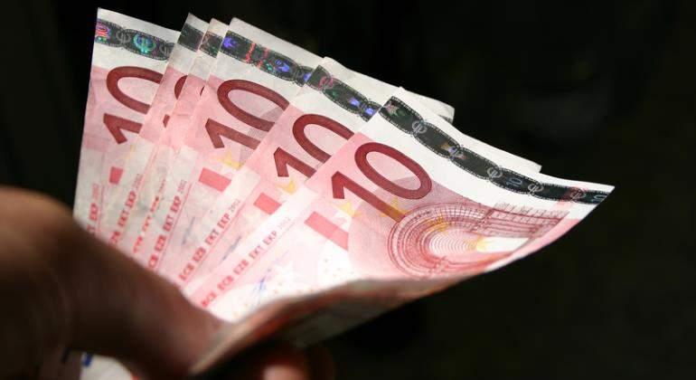billetes-euro-mano-dreams-770.jpg