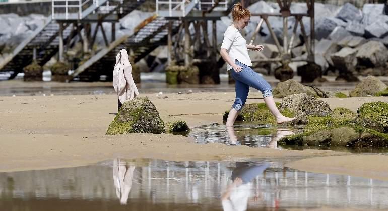 Resultado de imagen de montan una playa en madrid