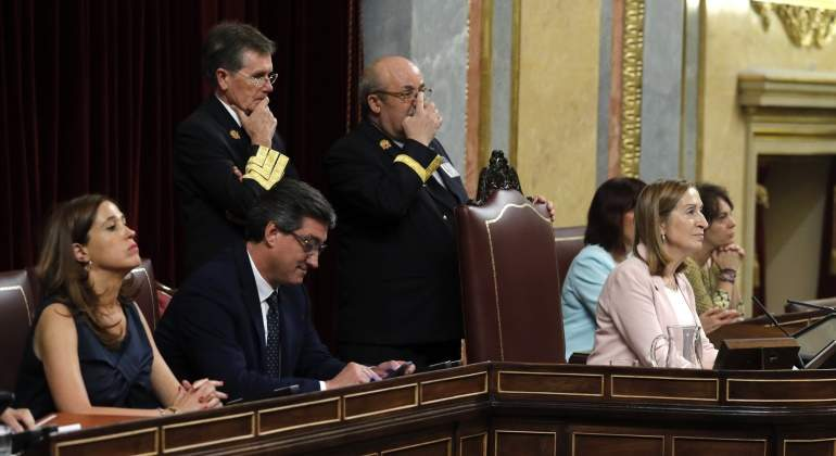 mesa-confreso-XIILegislatura-prendes-romero-pastor-efe.jpg