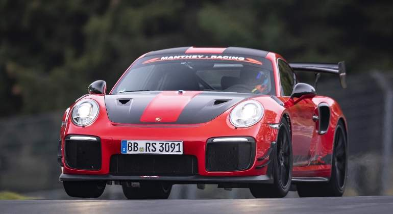 Porsche-GT2-RS-MR-record-nurburgring-01.jpg