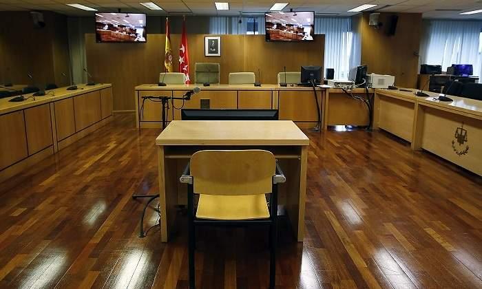 Al juzgado sin camisa: los jueces obligan a usar toga también en las videoconferencias