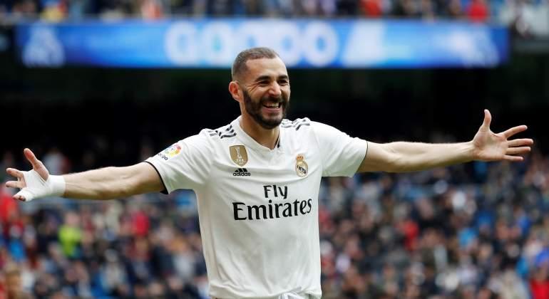 Benzema hace de Cristiano y da los tres puntos al Real Madrid con un 'hat-trick'