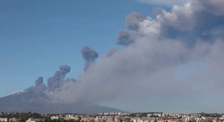 etna-volcan-humo-diciembre2018-reuters.jpg