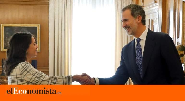 """Arrimadas anuncia que llamará a Sánchez para pedirle que """"gire"""" hacia un pacto entre PSOE, PP y Ciudadanos"""