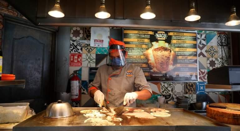 Restaurantes de Ciudad de México viven una tímida reapertura tras cambio se semáforo a naranja por el covid-19 - economiahoy.mx