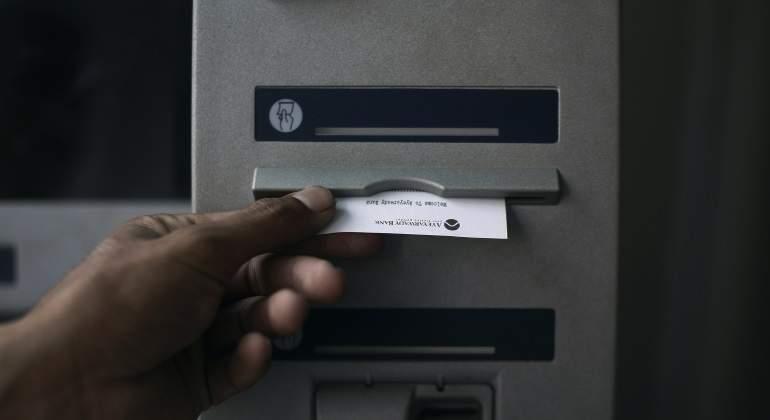 Cajero-banco-770-reuters.jpg