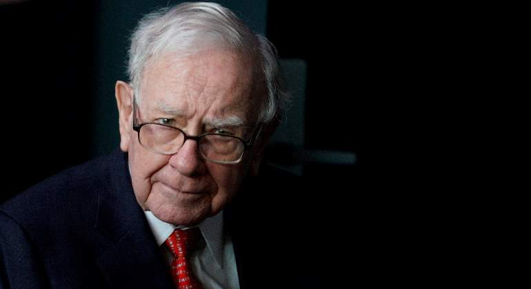 warren-buffett-berkshire-hathaway-de-frente-reuters-770x420.jpg