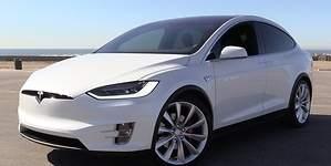 Tesla: hacer solares los autos costará miles de millones