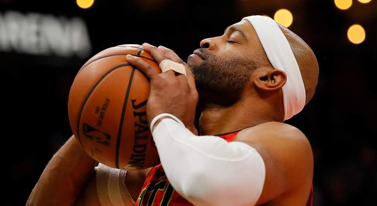 vince-carter-hawks-balon-getty.jpg