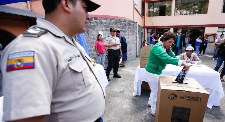 consulta-popular-referendo-votacion-ecuador-770x420-efe.jpg