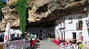 Setenil-de-las-Bodega-escapada-rural-semana-santa-Diegomartincoppola-dreamstime.jpg