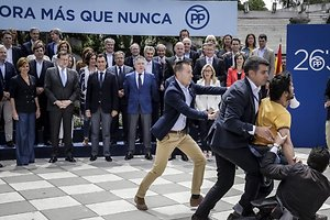 Irrumpe contra Rajoy: ¡Mafia!