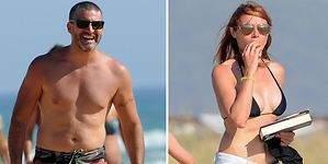 Toño Sanchís y su mujer presumen de cuerpo en la playa