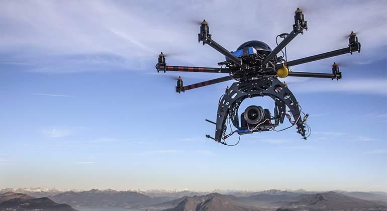 Dron-surcando-los-cielos. Getty Images