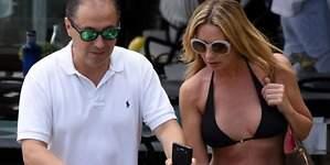Hormigos luce palmito en Marbella con su marido