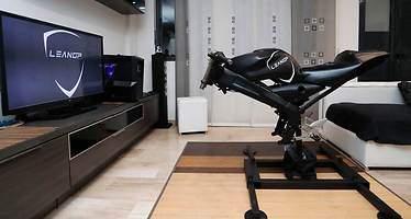 Dos emprendedores valencianos pondrán a la venta el primer simulador de motos para uso doméstico