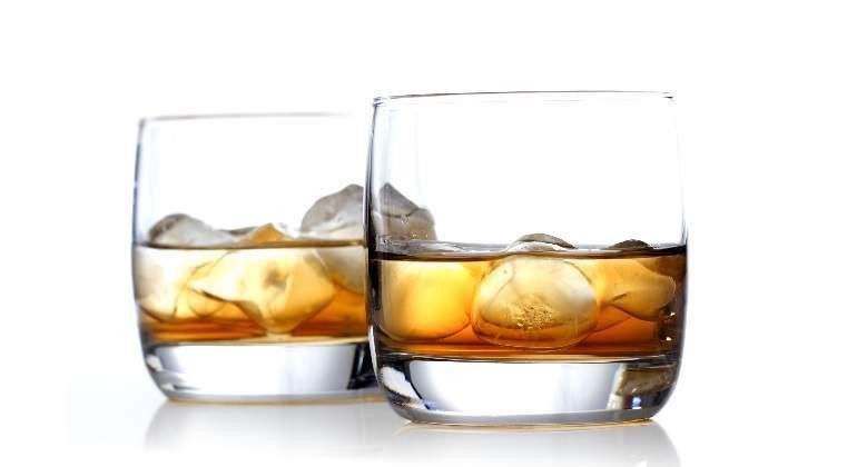 whisky-vasos-hielo-dreamstime.jpg