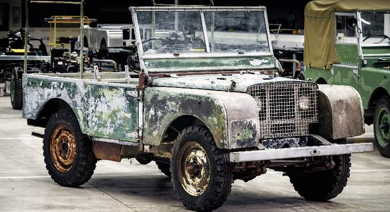 land-rover-defender-1948.jpg
