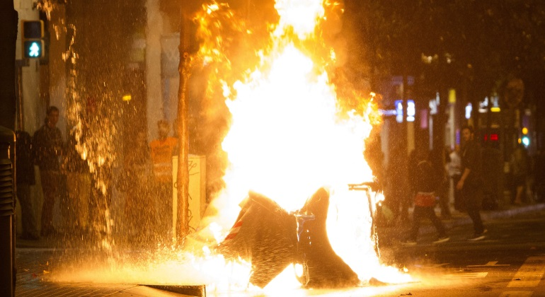 disturbios-banco-ocupado-barcelona-efe.jpg