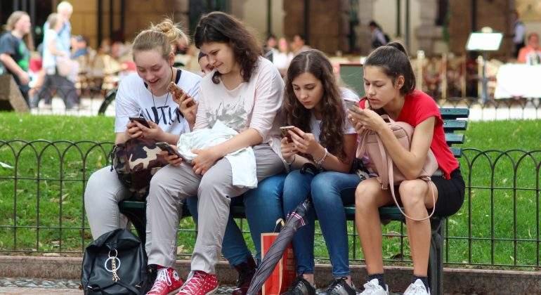 adolescentes-uso-obsesivo-internet-redes-scoailes-movil.jpg