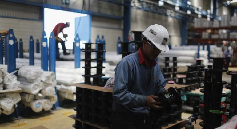 trabajadores-fabrica-reuters.jpg