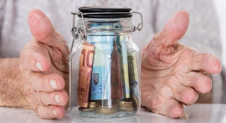 jubilado-tarro-cristal-dinero-dreamstime.jpg