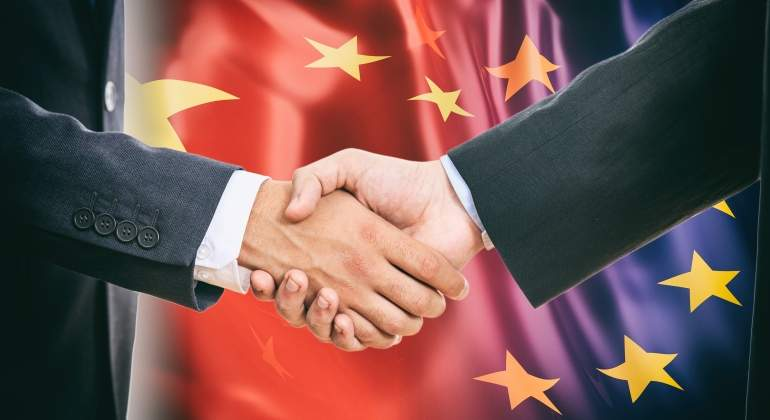 China-UE-manos-dreamstime.jpg